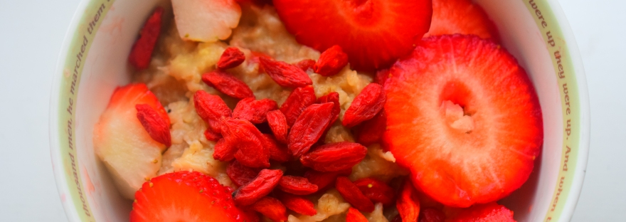Goji berry strawberry porridge